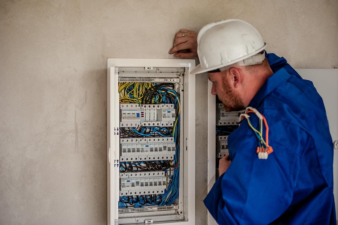 Je revize elektro v bytech skutečně nezbytná?