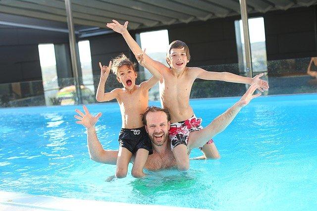 plavání s otcem