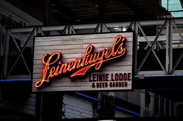 logo, světelná reklama na bar
